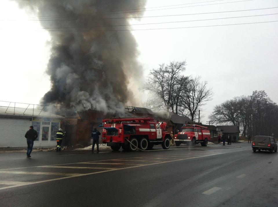 У Дубівцях палає будівельний магазин (ФОТО)