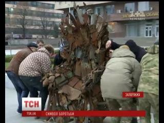 Волонтери продали трон, який змайстрували воїни АТО з осколків мін та снарядів