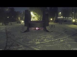 Тольяттинские вандалы Вандалов, забросали снегом Вечный огонь в парке Победы