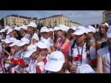 Поем Гимн России на патриотической акции