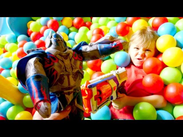 Kötü robotlar oyunu 🤖🔫 Transformers türkçe 🤖🔫 Top havuzu oyunu Silahlı saldırılar izle
