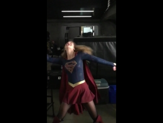 Darren's twitter video: A lot of ppl don't know this but before @TheCWSupergirl and @GLEEonFOX, @MelissaBenoist was a muppet
