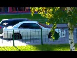 В Санкт Петербурге машина вылетела с парковки.ШОК:)