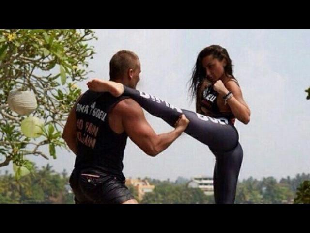 Чудо - Женщина (Галь Гадот) учит драться Конана (RUS SUB)