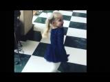 Дочка Аллы Пугачевой Лиза Галкина - маленькая королева (песню Белочка исп.Алла Пугачева)