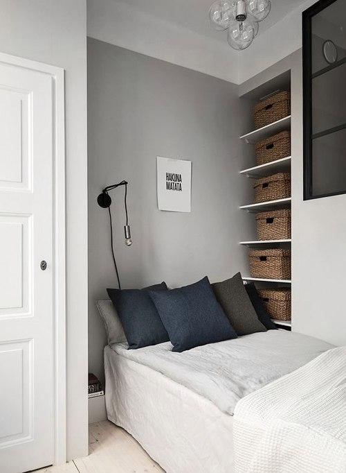 Квартира 35 м с внутренним окном и мини-спальней.