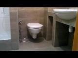 Ванная с встроенным душевым поддоном.