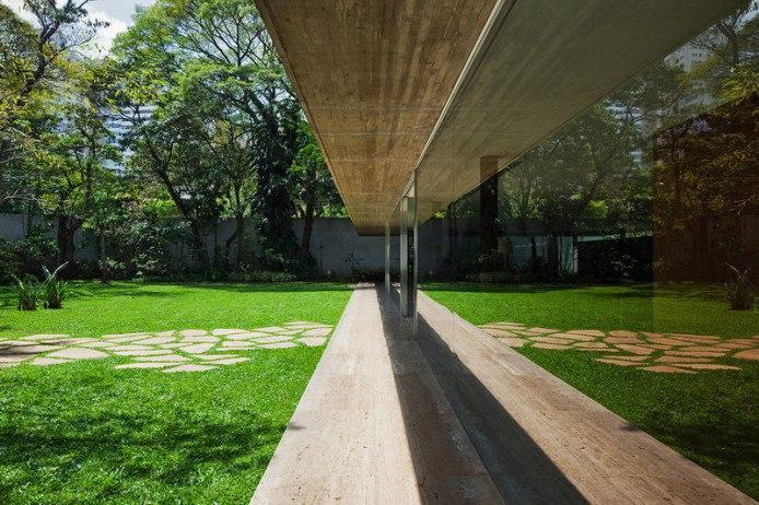 Концепция этого просторного жилого дома в Сан-Паулу,