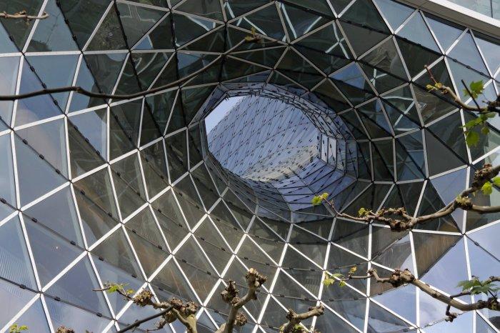 Прекрасный пример современной архитектуры находится во Франкфурте-на-Майне