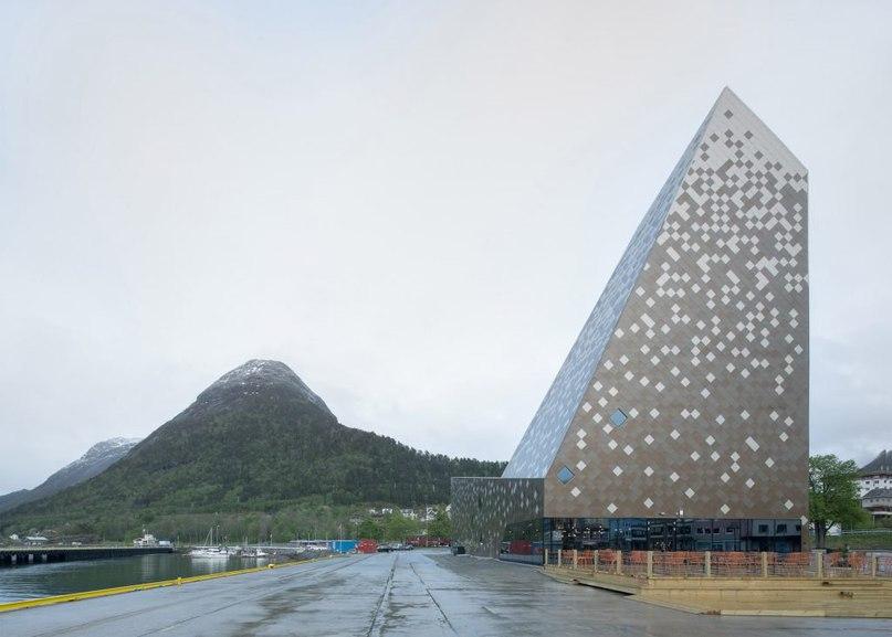 Norwegian climbing centre by Reiulf Ramstad Arkitekter