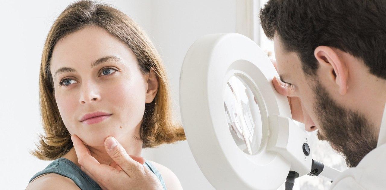 Дерматолог обеспечивает эффективное лечение проблем кожи