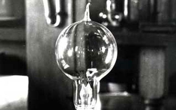 Вы знаете зачем вы создали лампу накаливания? — Нет, но я думаю правит