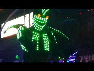 Большой зеленый великан на Самуи дискотека на пляже хорошая музыка