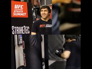 Брат нашёл прошлогодний видио ролик На UFC Athlete Summit. Измерение мощности удара ))