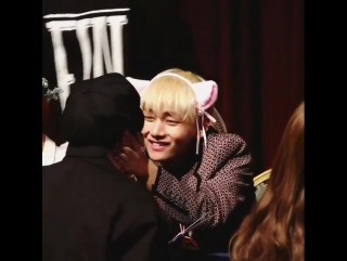 taetae is so cute the way he smiles at the fan and aww what a lucky fan