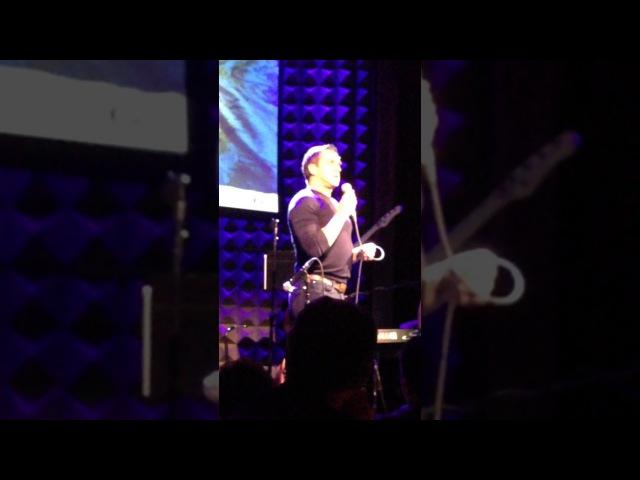Raúl Esparza singing at ASTEP 2016