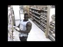 Когда темнокожий бодибилдер видит в магазине камеру
