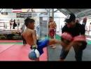Буакав работает на лапах с юным бойцом