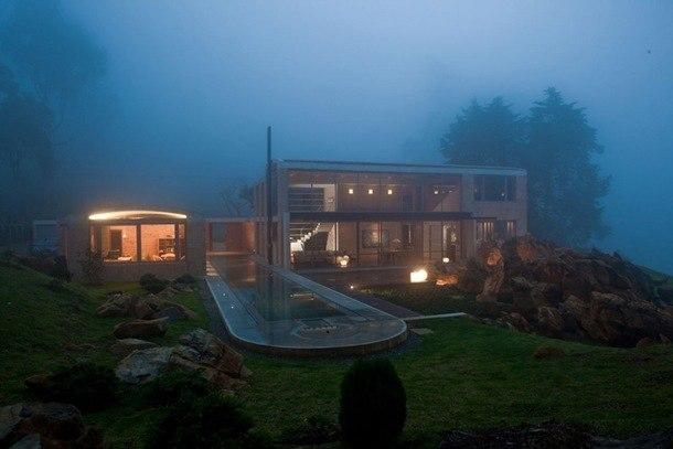 Дом «Среди скал» в Колумбиии для дизайнера