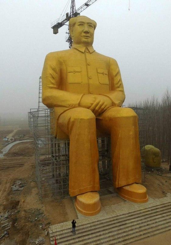 В китайской провинции Хэнань построили 36-метровую позолоченную
