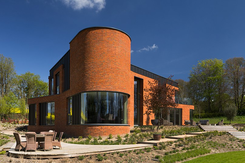 drian james architects builds sinuous 'incurvo' brick