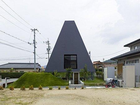 автор черной пирамиды в  хиросиме MAKOTO