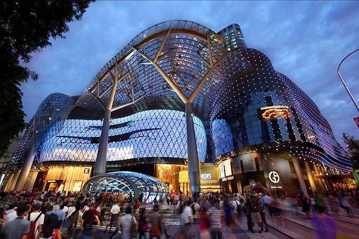 Самый футуристичный из всех сингапурских моллов, ION