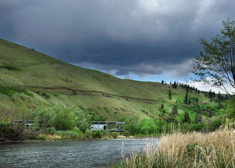 Paul Hirzel lifts home above Idaho river