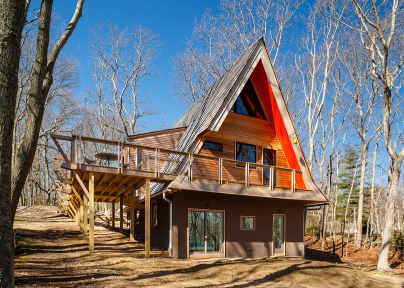 Edgar Papazian transforms pointy wooden cabin in