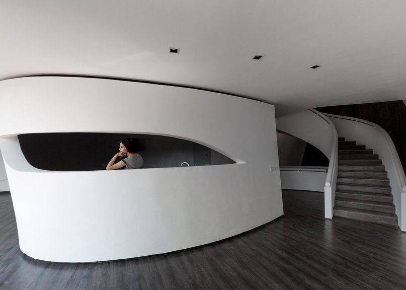 Next Office builds curvy Tehran house that