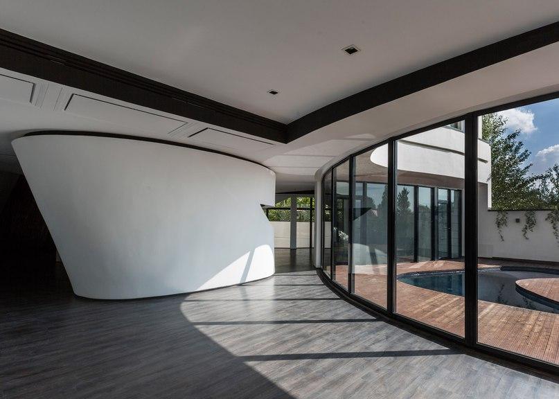 Next Office builds curvy Tehran house that