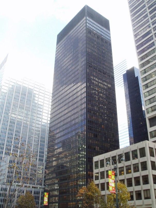 Сигрем Билдинг (Seagram Building) небоскреб, расположенный в Мидтауне