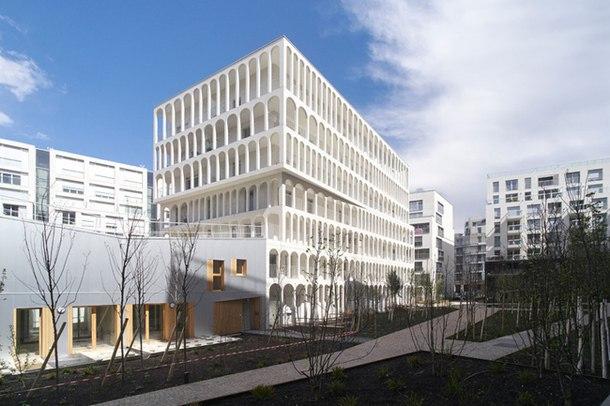 Здание Arches Boulogne построено в Булонь-Бийанкуре, пригороде