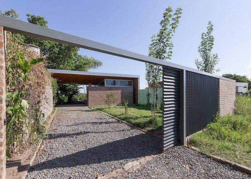 House 50 50 by Celula Urbana shelters
