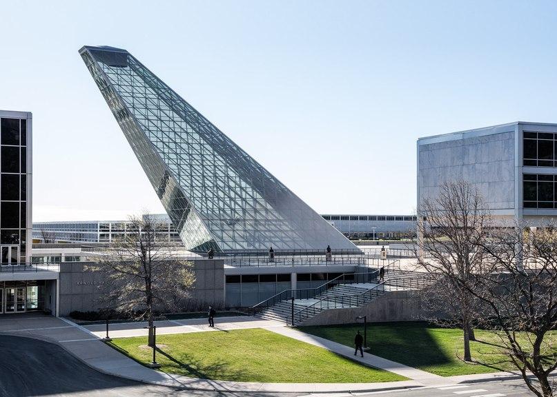 Oblique glass pyramid thrusts skyward from SOM's