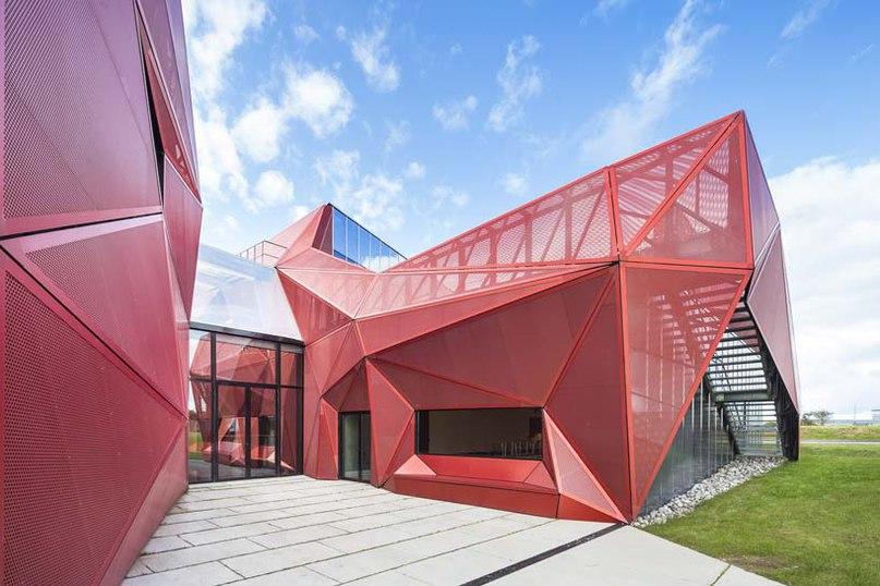 Парижская архитектурная студия Peripheriques завершила проект строительства