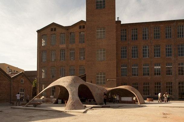 Кирпичный навес-павильон «Bricktopia» от Map13. Барселона, Испания.  Для