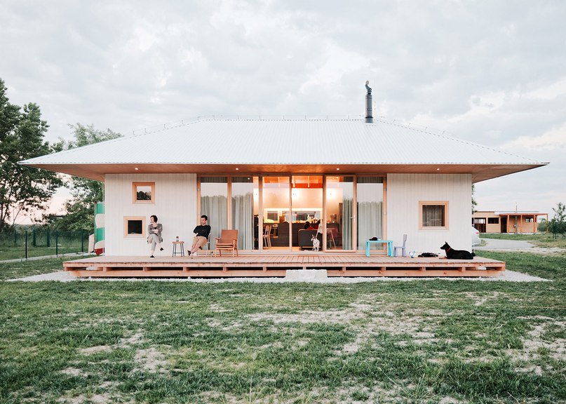 JRKVC's lakeside house optimises small footprint with
