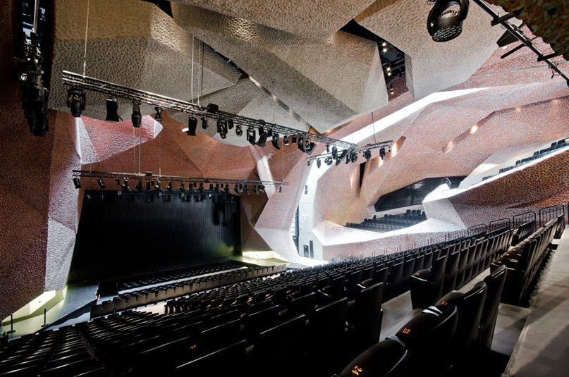 fernando menis completes highly flexible auditorium in