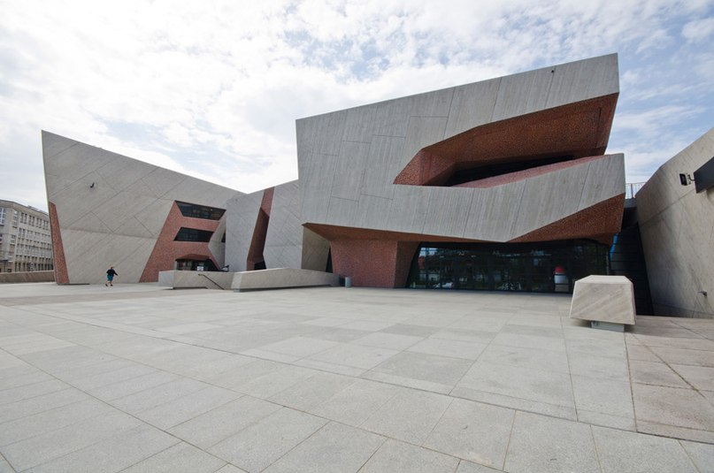 fernando menis completes highly flexible auditorium in