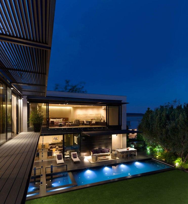 Частный дом Casa Dalias расположен в Мехико,