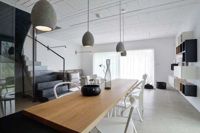Частный дом в черно-белой гамме  Архитекторы студии OOOOX