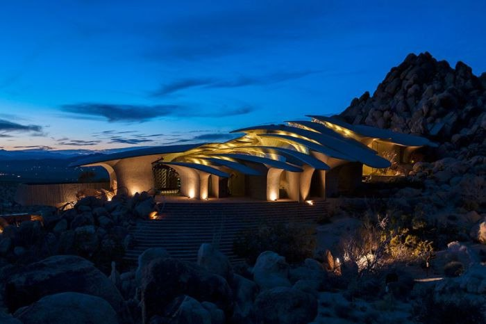 Архитектура в гармонии с природой: уникальный дом