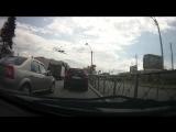 Видеоквест ПДД: Что не сделал водитель серого Рено, кроме того, что заблаговременно не перестроился на правую полосу?
