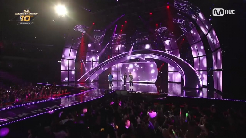 STAR ZOOM IN VIXX singing to TVXQ HUG Sweetness Overload 160520 EP 89