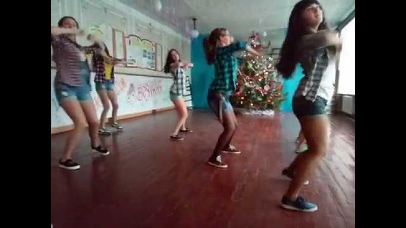 Танець дівчат 9-а класу Покровської ЗОШ І - ІІІ ст.№2