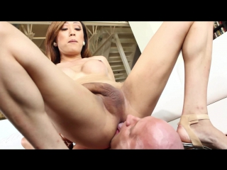 Venus Lux - Venus orders him to eat her ass