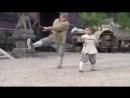 Ребёнок учит Джеки Чана технике Шаольнь
