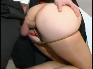 Секретарша снимает стресс боссу минетом, но босс положил секретаршу на стол, задрал юбку, порвал колготки | секс на работе