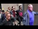 15 февраля 2017: покидая показ Michael Kors осень/зима 2017, Нью-Йорк | 201